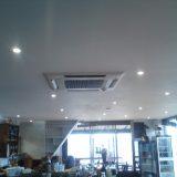Cimatisation réversible dans une salle de restaurant